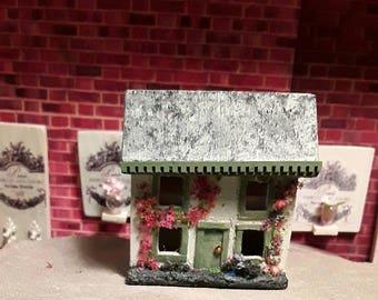 Dollhouse for your dollhouse