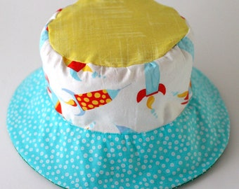 Bucket sun hat for babies and toddlers, reversible, with monkeys and rockets