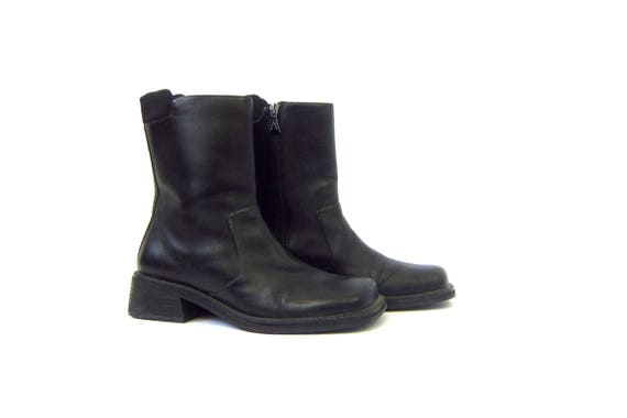 Black Leather chunky Ankle boots vintage 90s short ankle boots Chelsea Beatle boots women's Side Zipper Shoes Womans size 8