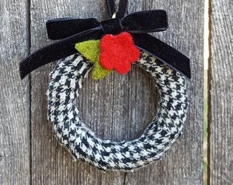Rescued Wool Mini Wreath Ornament - Mini Houndstooth Check