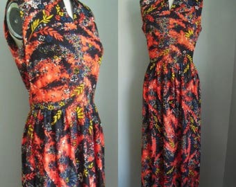 Vintage 1970s Fiery Floral Maxi Dress with Keyhole Neckline Size Small