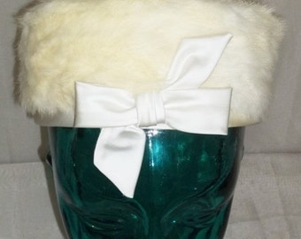 SWEETHEART SALE Vintage White Blonde Mink Fur Darcel Exclusives Pillbox Hat