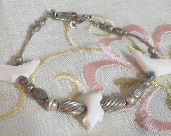 BEAUTIFUL Sterling Silver Bracelet with Mother of Pearl Bird Stones - Vintage - 1960 Era