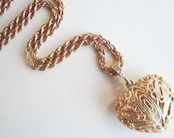 Vintage gold filigree heart keepsake necklace (X12)