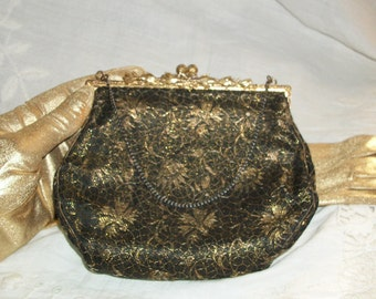 1910s Edwardian Antique Black Gold Embroidered Floral Ornate Kisslock Chain Handle Purse Made in France
