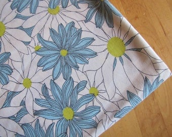 Vintage Flat Bedsheet by Fruit of the Loom - Size 81 x 104