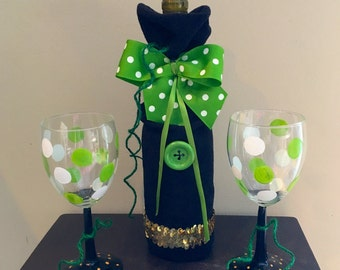 Wine bottle bag, painted wine glasses, St. Patricks day, wine bag,  green and white, wine bar, wine gift set, wine bottle cover, wine glass