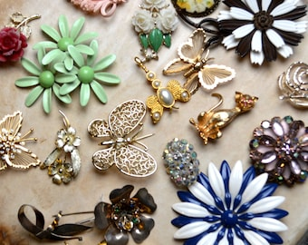 Amazing Lot of 19 Costume Jewelry Sparkle Pins Brooches - Floral Flower, Butterfly, Dragonfly, Cat Apple