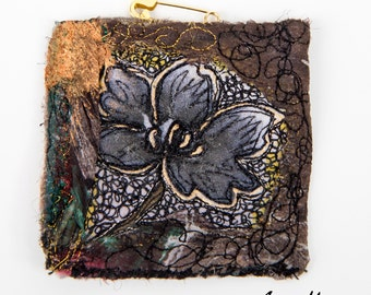 Mini Art Textile Pin  - Certificated Original Art  Broche made in France - Reversible - Paris - Art Accessories