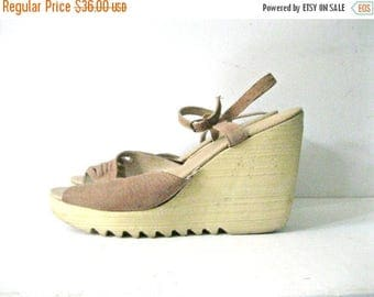 SALE Vintage 70s wedge sandals / Suede Boho ankle strap wedge heel shoes / Size 9 Butterfly Hippie sandals