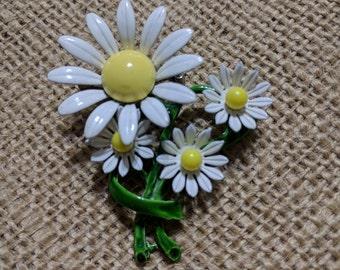Vintage Mod Pin / Brooch - Pretty Enamel Mod Flower Pin - 1960s