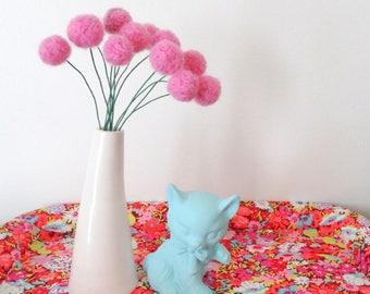 Felt pom pom flowers.  Wool pompom.  Bubblegum pink flowers,  Faux, fake flowers. Felted Yarn Craspedia, billy balls.  Pink Felt balls.