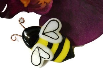 Bumble Bee Magnet, Fused Glass, Refrigerator Magnet, Bee Wedding Favor, Hand Painted, Bee Magnet