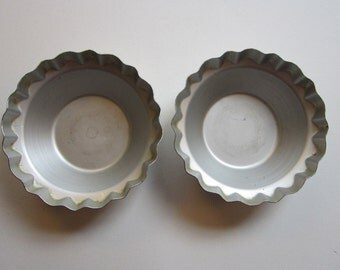 2 vintage mini DEEP DISH PiE TINS - WearEver - fluted edges - 4.5 inches wide, Wear-Ever No 2862