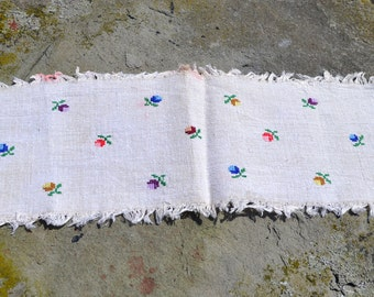 Vintage textile from Romania/ hand woven hemp cloth/ hand embroidered Transylvanian farm cloth/ rustic home/ table runner/ doily