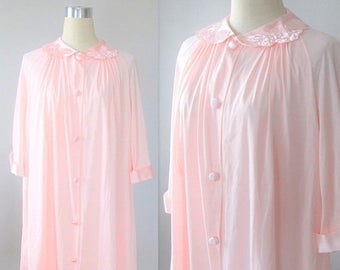 40% OFF SALE Vintage 1960's Pink Housecoat Robe / Eveing Lingerie Button Up House Coat Size Medium-Large