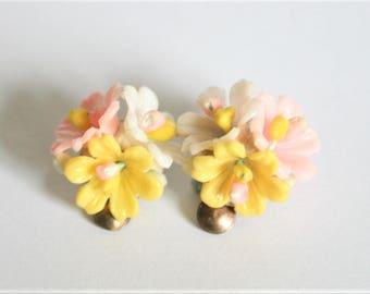Vintage plastic flower earrings.  Clip on earrings. Pastel earrings. Vintage jewellery