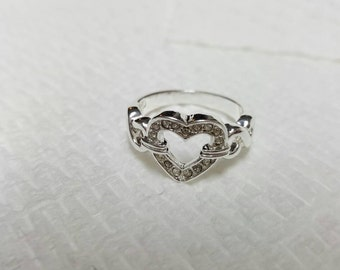Avon Embellished Heart  silver tone Ring size 6  Mint Never worn