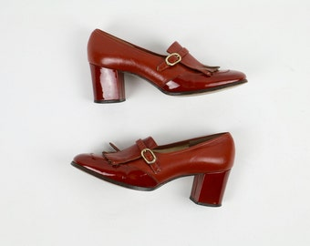 Vintage 1960s Shoes / 60s Shoes / MOD Shoes Red Shoes Patent Leather Shoes / Pilgrim Size 6 Red Orange Brick