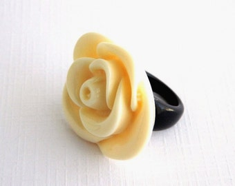 Vintage Carved Celluloid Flower Ring - Ivory White and Black - Size 6