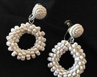 VINGTAGE white beaded earrings - clip on - dangle
