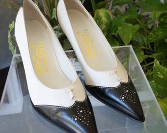 Free Shipping! Vtg. SALVATORE FERRAGAMO Black and White Spectator Wing Tip Pump Leather Shoes with Tassel- Size 8B