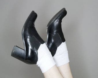 90s Black leather Chelsea style slip on heels by Joan and David size 38.5