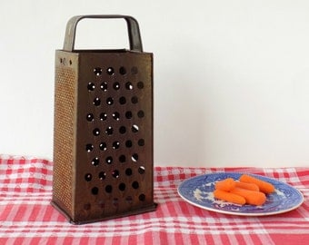 Bromwell Metal Food Grater. Vintage Kitchenware. Collectible Utensil. Kitchen Display. Cookware. Country Primitive Rustic Farmhouse Decor.