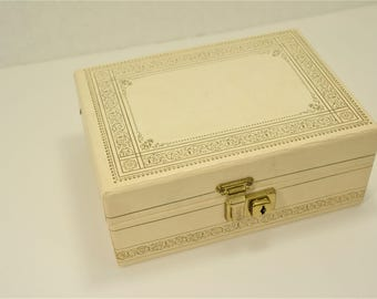 Very cute Small Vintage Jewelry Box