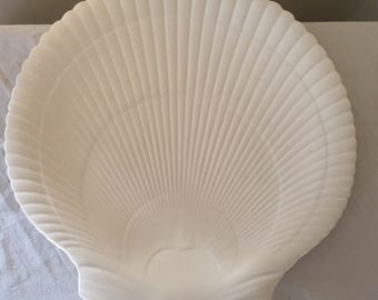 A Wedgwood scallop shell shaped plate or platter.