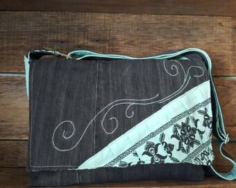 Sac messenger turquoise et jeans