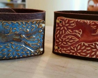 Leather cuff bracelet with stoneware horse plate