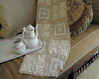 Vintage Crochet Table Runner / Hand crocheted White & Beige Table Runner / Holiday Table Runner / Vintage Wedding / Dresser Scarf