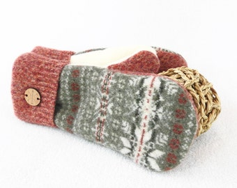 Christmas Sweater Mittens GREEN & RED Nordic Sweater / Fair Isle Sweater Wool Mitts Fleece Lined Gloves Unisex Mittens by WormeWoole