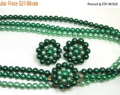 Christmas Sale Christmas Green Beaded Necklace and Earrings, Cluster Earrings, Cluster Beaded Clasp. Beautiful Green's