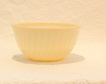 Vintage Ivory Fire King swirl Mixing Bowl