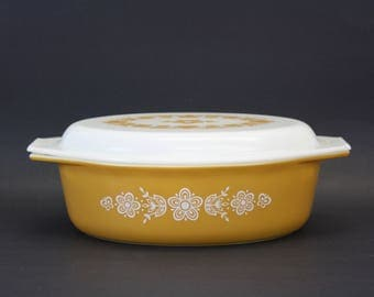 Vintage Pyrex 'Butterfly Gold' Large Covered Oval Casserole (E8452)