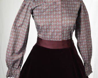 70s Burgundy red and grey paisley high neck ruffle collar secretary blouse size S