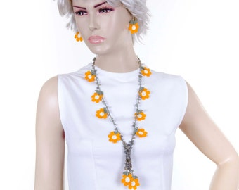 Crochet beaded oya necklace with dark yellow daisy flowers and naturel stones