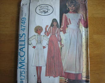 McCALL'S Pattern 4749 Laura Ashley Misses' Blouse, Skirt and Pinafore     1975     Uncut