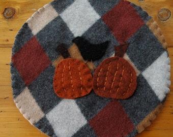 Wool trivet - Bird and pumpkins