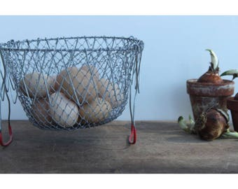 Vintage collapsable wire egg basket