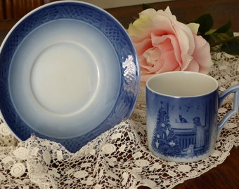 1982 Royal Copenhagen Cup & Saucer *Waiting For Christmas* Blue White 1982 Tea Cup