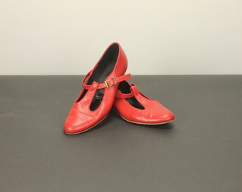 Size 7 Narrow RED LEATHER T Strap Bar Dance Party Dance Dress Pumps Heels Women's Deco Round Toe TicTacToes
