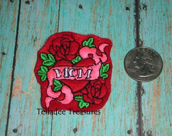 Mom Tattoo Style Feltie - Red felt - Great for Hair Bows, pins, clips, reels and crafts - Heart with roses, banner and leaves.
