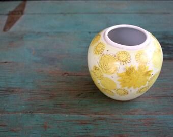 Yellow Chrysanthemum Kutani Ginger Jar, Kutani Ginger Jar, Yellow Vase, Yellow Planter, Vintage Kutani