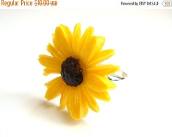 SALE Flower Ring, Daisy Ring, Yellow Ring, Adjustable Ring, Lucite Ring, Cabochon Ring, Yellow Daisy, Spring, Silver Plated Ring