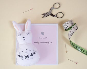 Embroidery Kit beginner - Embroidery Kit Easter - Monochrome Nursery Design - Soft Toy Sewing Pattern - Soft Toy Sewing Kit