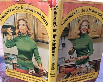 """Vintage 70's """"SOMEONE'S in the KITCHEN With DINAH"""" Cook Book  - Dinah Shore's Personal Cook book"""