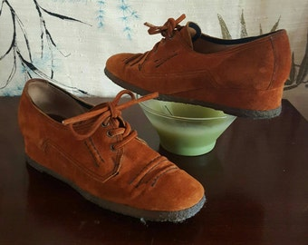 Vintage Suede Wedge Shoes Leather Wedges Moccasin Style Reddish Brown Leather Laces Boho Hipster Shoes Womens size 5 Girls Size 3